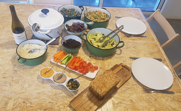 שולחן האוכל