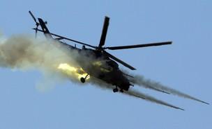 המסוק יורה (צילום: CHRISTOS THEODORIDES/AFP via Getty Images)