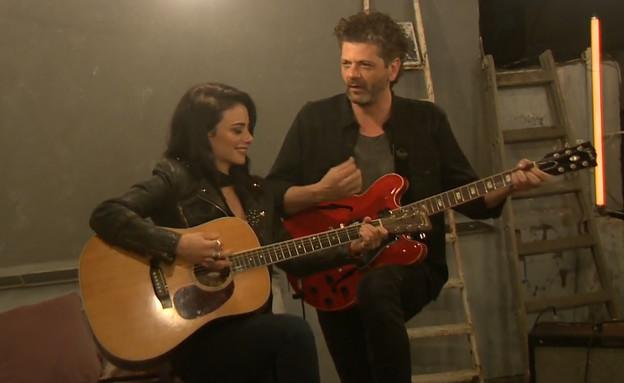 """נינט טייב ואמיר דדון בשירת מרפסות (צילום: מתוך """"ערב טוב עם גיא פינס"""", קשת 12)"""