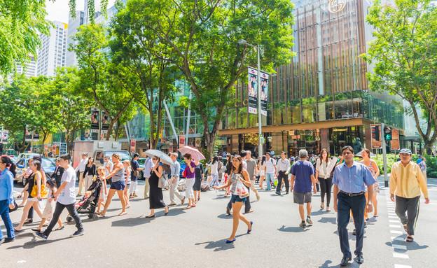 אנשים בסינגפור (צילום: Lifestyle Travel Photo / Shutterstock.com)