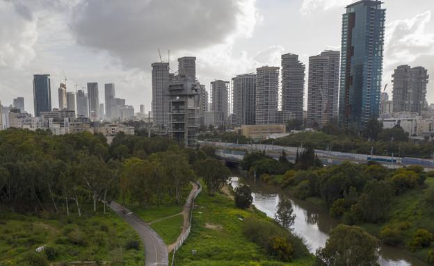 קורונה בישראל - פארק הירקון (צילום: Oded Balilty, AP)