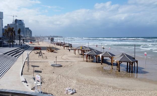 קורונה בישראל - חוף תל אביב היום (צילום: JACK GUEZ, AP)