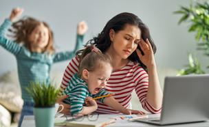 עבודה מהבית עם ילדים (צילום: Yuganov Konstantin, shutterstock)