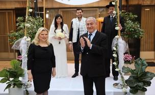 נתניהו ורעייתו בחתונה של הדוברת שלו שיר כהן (צילום: ישראל ברדוגו)