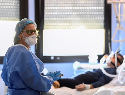 קורונה בבית חולים באיטליה (צילום: רויטרס)