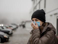 אישה עם מסכה, קורונה (אילוסטרציה: Sushitsky Sergey, shutterstock)