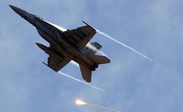 מטוס הקרב (צילום: הצי האמריקאי, wikimedia)