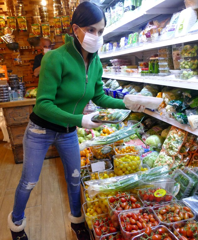 מיכל הקטנה עושה קניות בקורונה, מרץ 2020