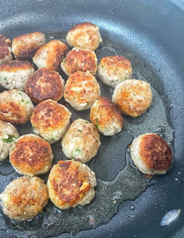 ספגטי קציצות בשר. טיגון הקציצות (אפשר לאפות)