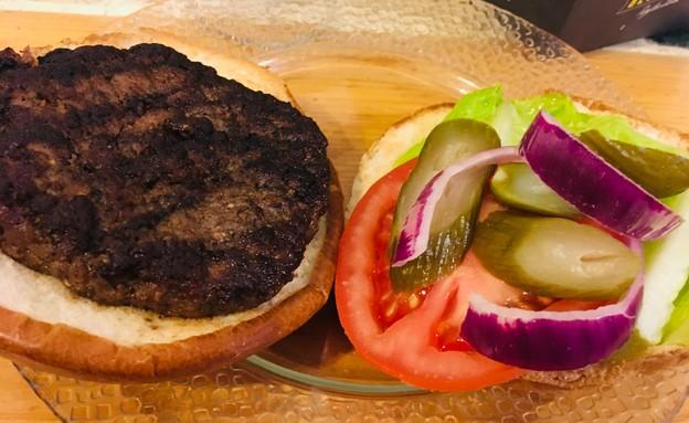 משלוח מסינטה בר. ביפבורגר (צילום: צילום ביתי, אוכל טוב)