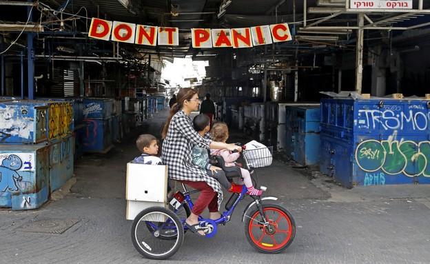 קורונה בישראל - שוק הכרמל אתמול (צילום: JACK GUEZ, AFP)
