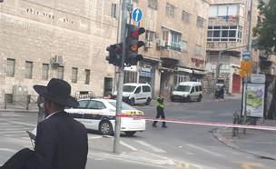הרחובות המובילים לשכונת גאולה בירושלים חסומים ע״י  (צילום: מנחם קולדצקי)