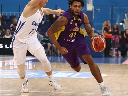 רייס והנעליים האפורות. לא ממש הפריע לו (FIBA)