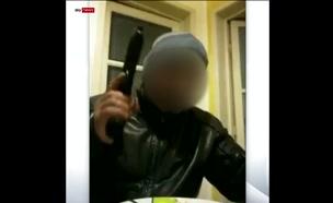 איטלקי עם אקדח (צילום: חדשות)