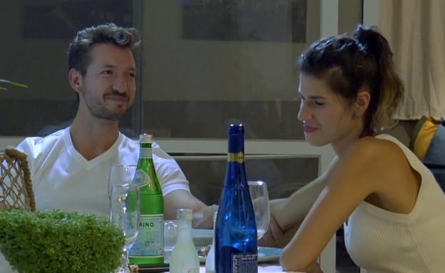 דניס מפתיע את הדר עם סדנת בישול EXT (צילום: חתונה ממבט ראשון 3, קשת 12)