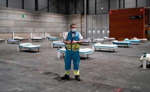 הכנת בית חולים שדה במדריד בתקופת הקורונה (מרץ 2020 (צילום: Borja Sanchez-Trillo - Comunidad de Madrid)