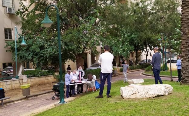 ברית מילה בפארק בפתח תקווה