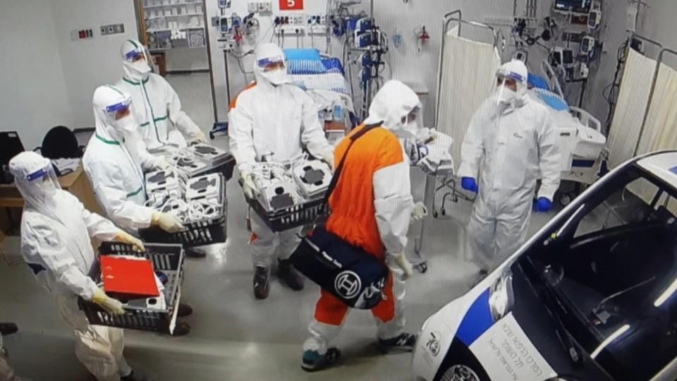 """הצצה לחמ""""ל של המוסד בבית החולים שיבא (צילום: מתוך """"עובדה"""", קשת 12)"""