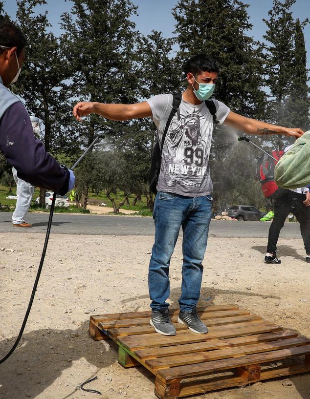 כך מחטאים את מי שנכנס בשטחי הרשות הפלסטינית