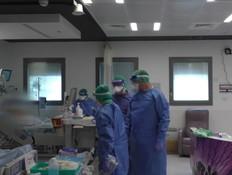 ביקר במחלקת קורונה באסותא אשדוד (צילום: N12)