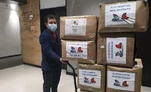 משלוח הציוד הרפואי מסין (צילום: בנג'מין פדג')