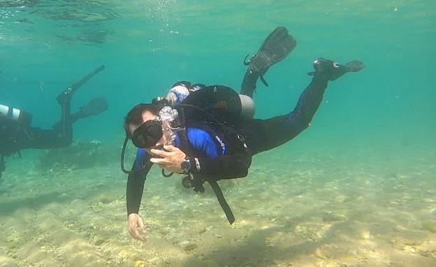 דני קושמרו בודק מה התחדש מתחת למים