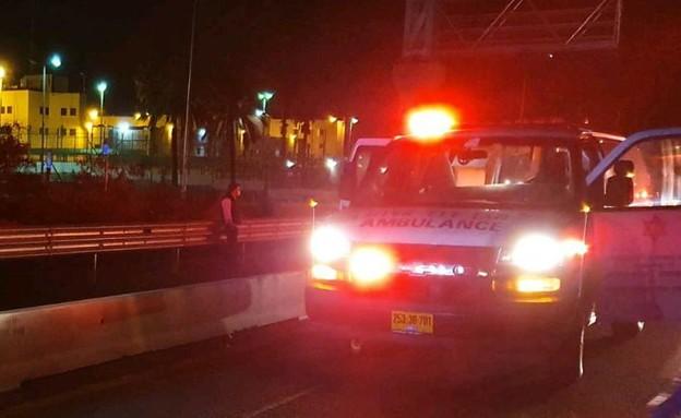 זירת התאונה בכביש 4 (צילום: דוברות מד