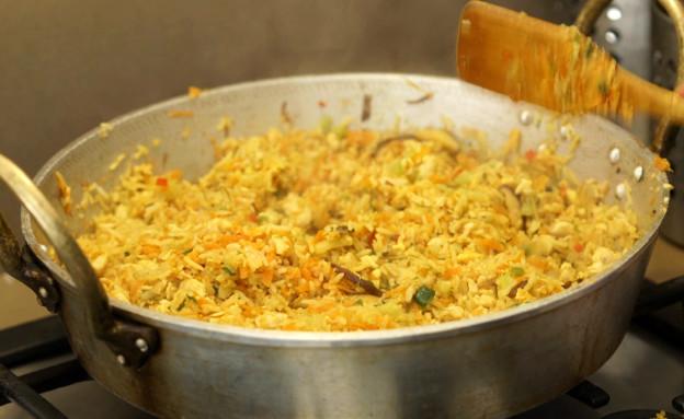 אורנה ואלה מבשלות בבית: מוקפץ (צילום: רועי ברקוביץ)