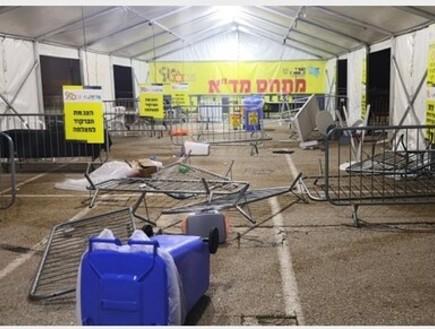 פריצת מחסום במרכז הקונגרסים בחיפה (צילום: שמעון איפרגן)