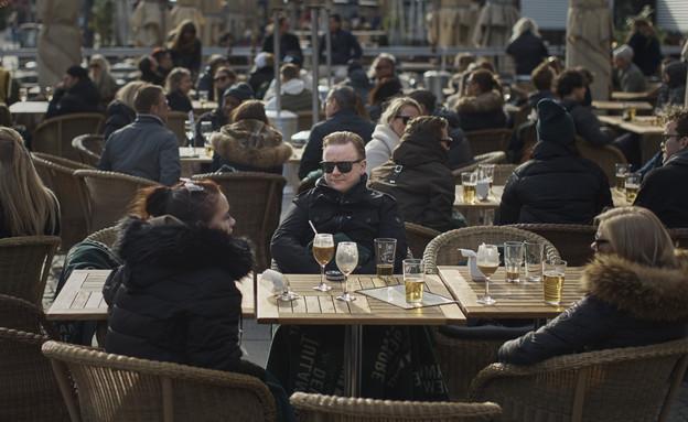 בית קפה בשוודיה בזמן הקורונה