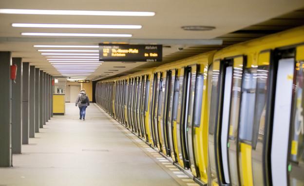 הרכבת התחתית בברלין (צילום: AP)