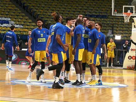 שחקני מכבי במשחק הבית האחרון מול אנאדולו (צילום: אלן שיבר) (צילום: ספורט 5)