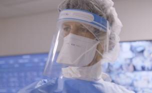 """איתי אנגל במחלקה לטיפול נמרץ (צילום: מתוך """"עובדה"""", קשת 12)"""