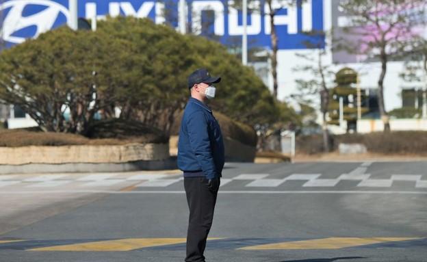 מפעל יונדאי בדרום קוריאה בזמן הקורונה (צילום: AFP)