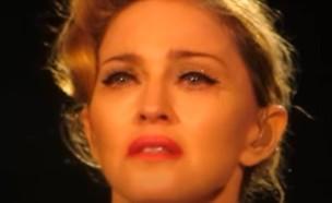 מדונה בוכה (צילום: youtube/SergNitribitt)