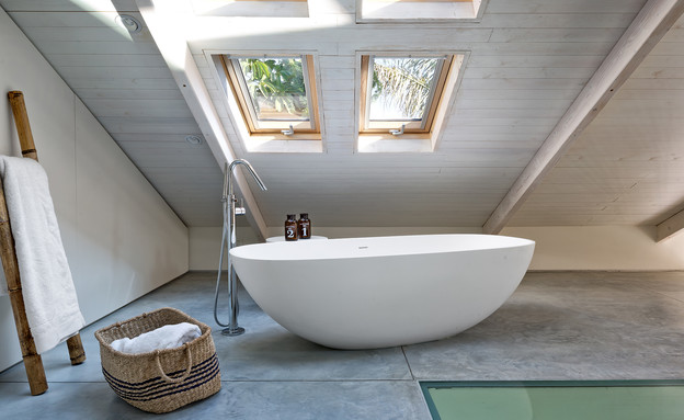 טל רוזין, אמבטיה (צילום: שי אפשטיין)