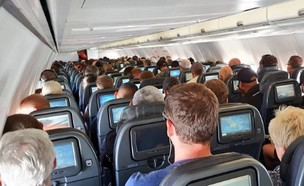 מטוס מלא (צילום: טוויטר)