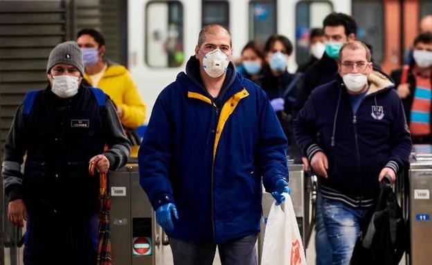 פועלים בספרד חוזרים לעבודה
