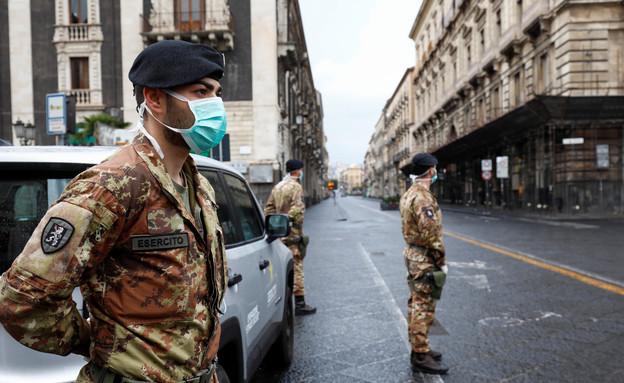 חיילים ברחובות איטליה בזמן מגפת הקורונה (צילום: רויטרס)