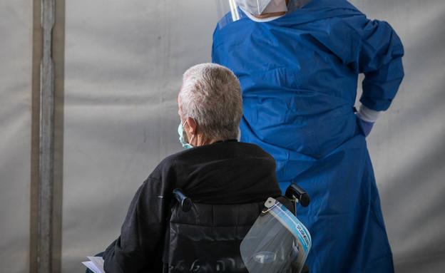 טיפול בקשישים בזמן קורונה