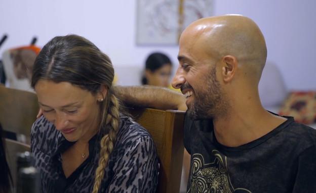 רוני ונעם בארוחת שישי אצל המשפחה של נעם (צילום: חתונה ממבט ראשון 3, קשת 12)