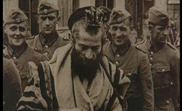 יהודי דתי וחיילים נאציים (צילום: אור גץ, חדשות)