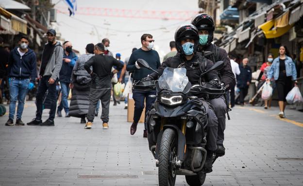 שוטרים בשוק מחנה יהודה (צילום: נתי שוחט, פלאש 90)