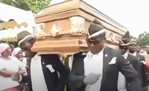 הלוויה בגאנה (צילום: צילום מסך מתוך יוטיוב)