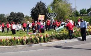 הפגנת העצמאיים על הגבלות הקורונה מול הכנסת (צילום: החדשות 12)