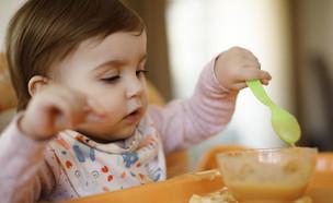 ילד אוכל (צילום: getty images)