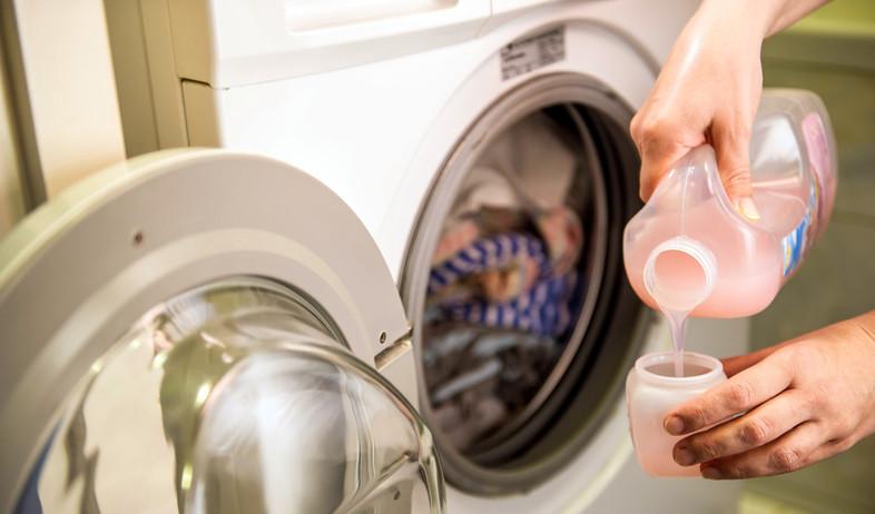 מרכך כביסה, מכונת כביסה (צילום:  goodbishop, Shutterstock)