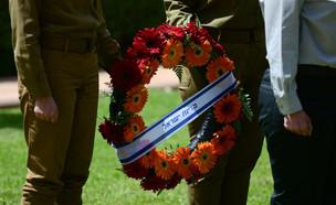 טקס יום הזיכרון בקרית שאול (צילום: תומר נויברג, פלאש 90)