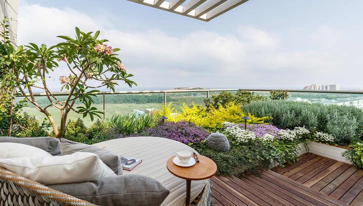 עיצוב פנינית שרת אזואלי מרפסת חדר שינה תכנון נוף כרכום