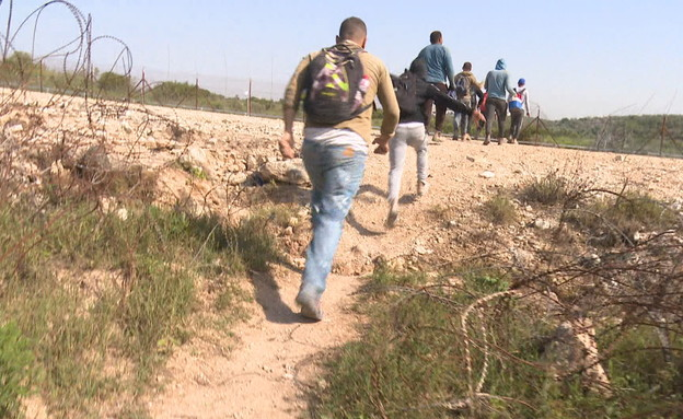 הפועלים הפלסטינים במנוסה (צילום: N12)